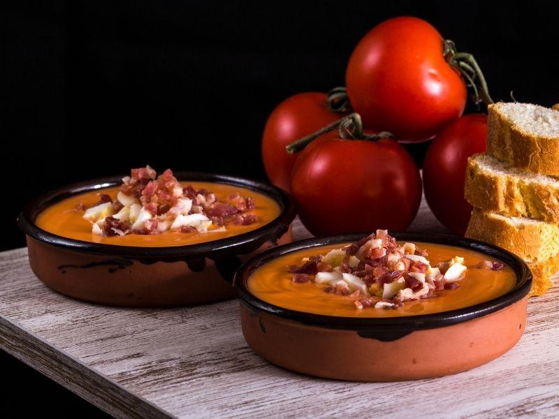 recetas veraniegas con jamón ibérico: salmorejo con jamón
